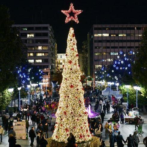 Світ захоплюють новорічні ялинки