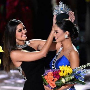 Скандал на конкурсі «Міс Всесвіт-2015»: ведучий помилково оголосив переможницею не ту дівчину  (відео)