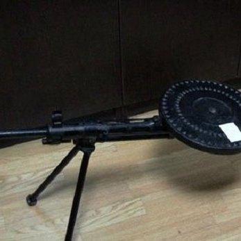 У Києві на ринку новорічних ялинок чоловік намагався продати кулемет