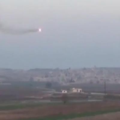 До мережі потрапило відео, де водій авто ухилився від керованої ракети в Сирії (ВІДЕО)