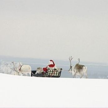 Йоулупуккі вирушив у подорож, щоб розвести всім слухняним дітям подарунки до Різдва (відео)