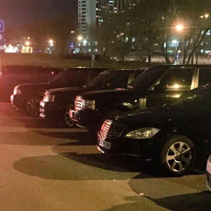 Паркування Антикорупційного форуму вразило елітними автомобілями(фото і відео)