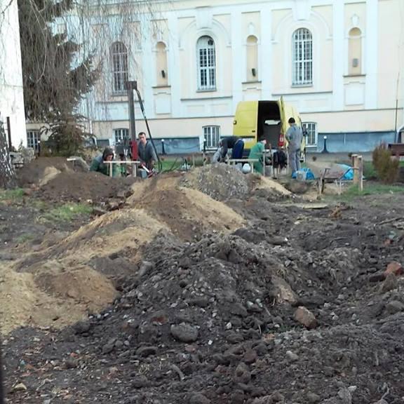 У центрі Луцька церква незаконно руйнує пам'ятки архітектури національного значення (ФОТО)