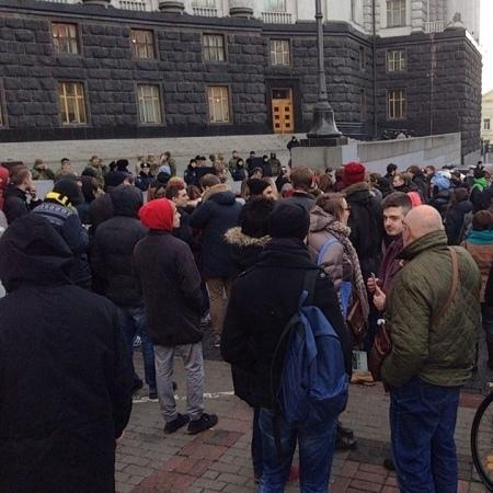 Під Кабміном відбулась музична вечірка-протест (відео)