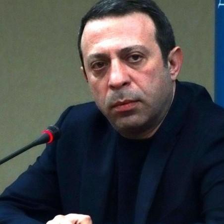 Прокурор вимагає примусово везти Корбана до суду