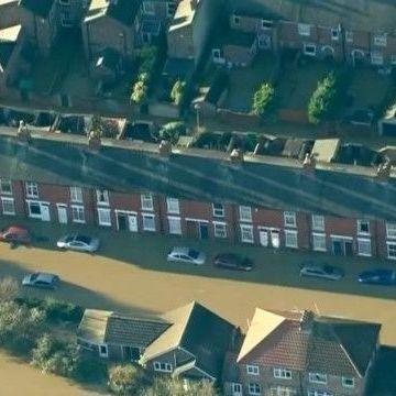 Повені затопили декілька районів на півночі Англії (відео)