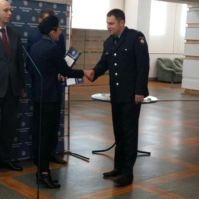 Хатія Деканоідзе вручила жетони переатестованим поліцейським (фоторепортаж)