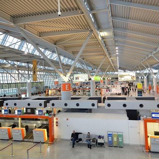 Через загрозу теракту у Варшаві евакуювали аеропорт