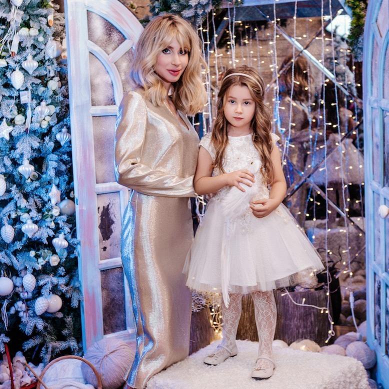 Світлана Лобода показала новорічну фотосесію з донечкою (ФОТО)