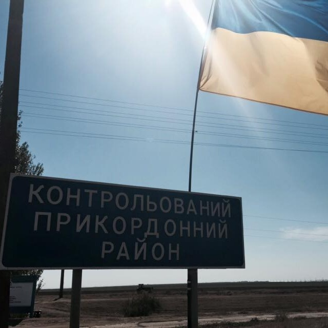 Активісти блокади Криму прибирають блокпости