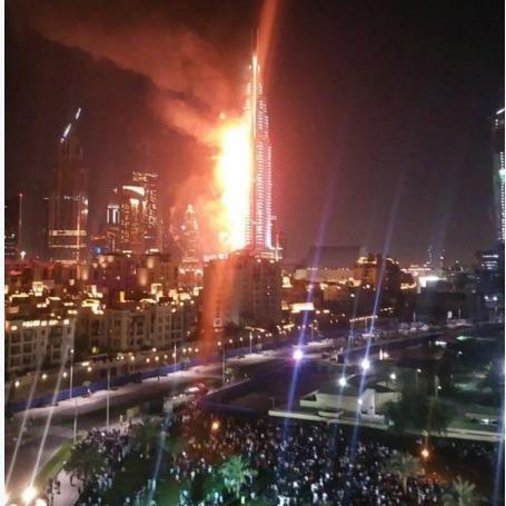 У центрі Дубая загорівся готель-хмарочос (фото, відео)