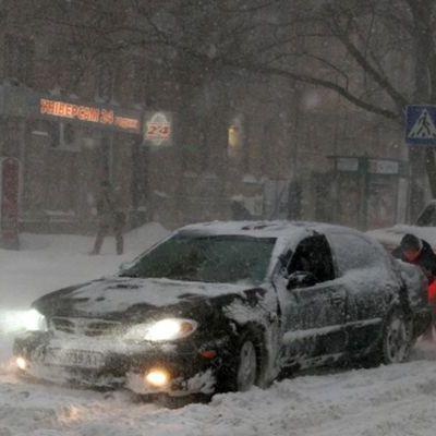 Через снігопади рух частиною України обмежений