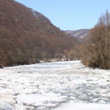 На Закарпатті потепління спровокувало потужний льодохід (відео)