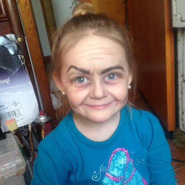 В США няня за допомогою макіяжу зробила з трирічної дівчинки стареньку (фото)