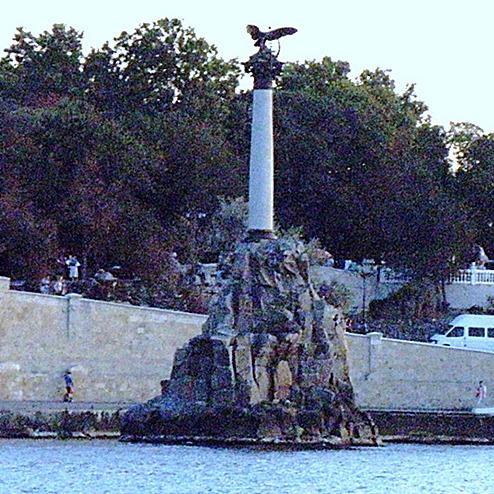 Севастополь під загрозою затоплення: дамба не витримує натиску води