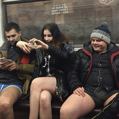 """Російські комуністи побачили """"руку Заходу"""" у молодіжному флешмобі """"У метро без штанів"""""""