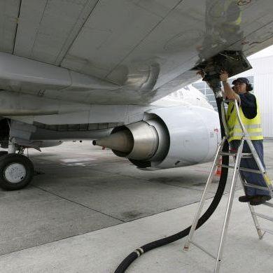 У паризькому аеропорту в шасі літака знайшли тіло людини