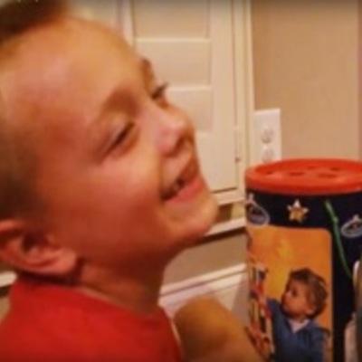 Мережу підірвало відео бурхливої реакції маленького хлопчика на прізвище Путіна (ВІДЕО)