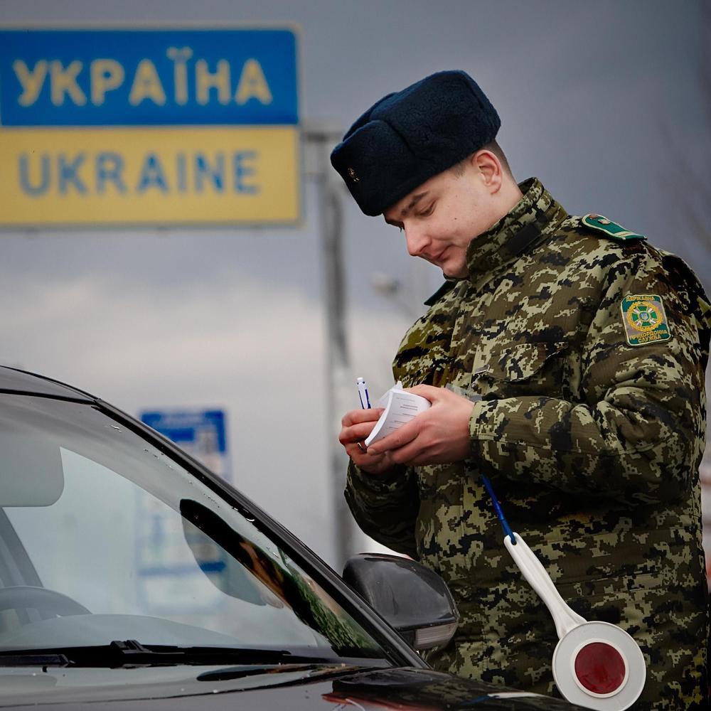 Українські прикордонники затримали поляка з паспортом померлого українця