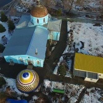На окупованій Луганщині купол храму розфарбували у жовто-блакитні кольори (ФОТО)