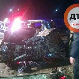 П'яний поліцейський у Мукачево вщент розбив автомобіль об стіну