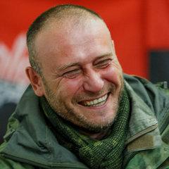 Дмитро Ярош захопився вишивкою бісером (фото)