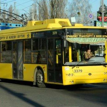 У Києві школяра вдарило струмом у тролейбусі