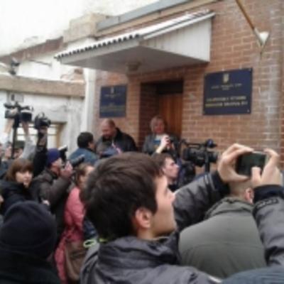 В Ужгороді активісти заблокували суд з бійки у Драгобраті