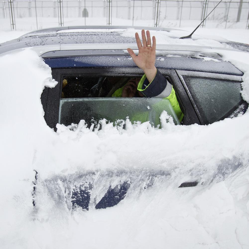 Ще в трьох областях України закриють дороги через снігопад