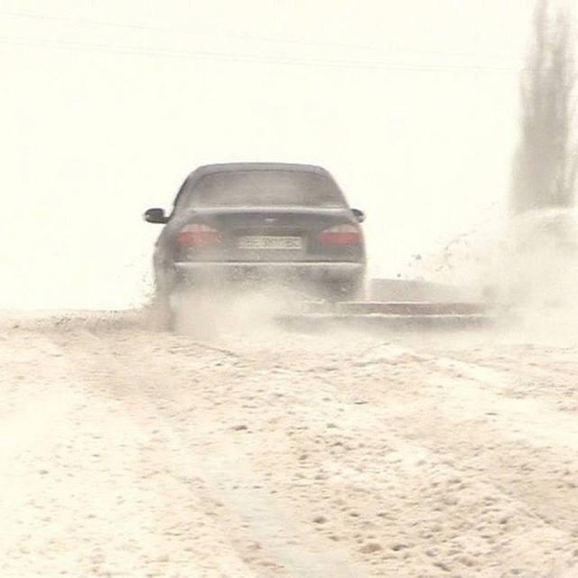 Житель Миколаєва вигадав оригінальний спосіб прибирати сніг (фото)