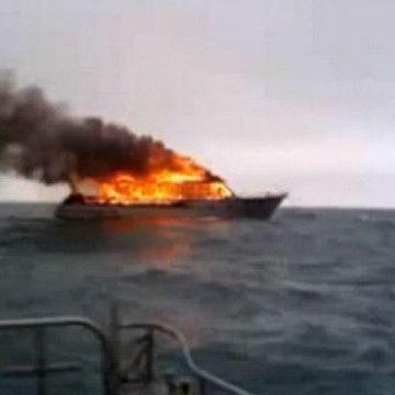 У Новій Зеландії у морі згорів катер, який здійснював прогулянку з пасажирами (відео)