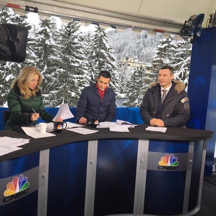 Віталій Кличко у Давосі взяв участь у прямому ефірі телеканалу CNBC (фото)