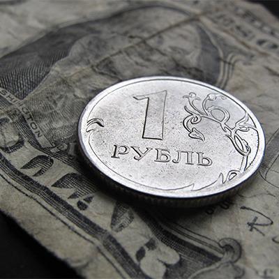 Рубль у крутому піке: Долар сьогодні перевищив 81 рубль