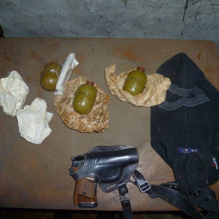 Жінки на Донеччині зберігають гранати для самооборони (фото)