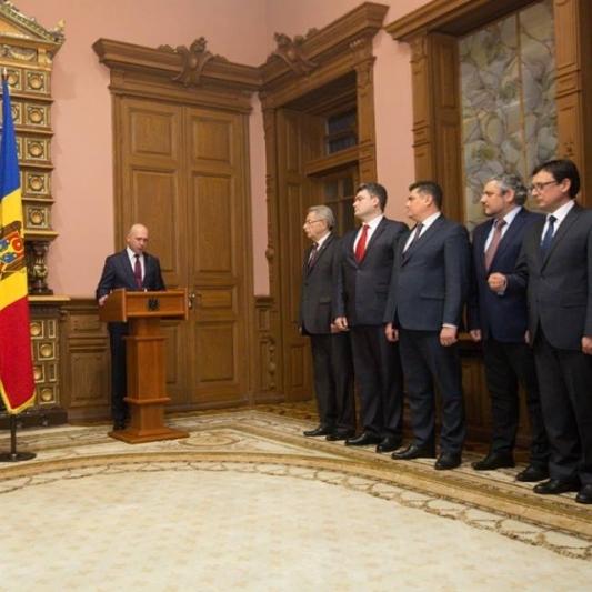 Уряд Молдови прийняв присягу таємно від народу