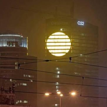 Поляки у відповідь на найбільш депресивний день року засвітили штучне сонце (фото)