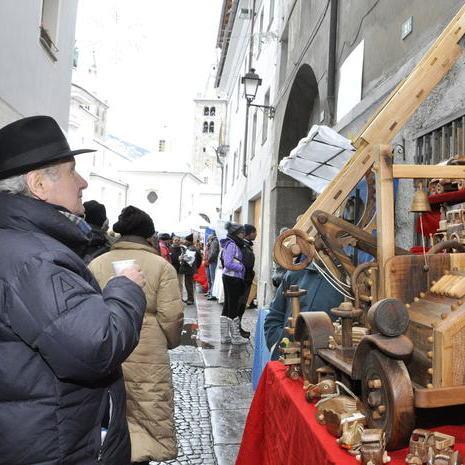 В італійському курортному містечку Аоста готуються до старовинного ярмарку ремісників Sant'Orso