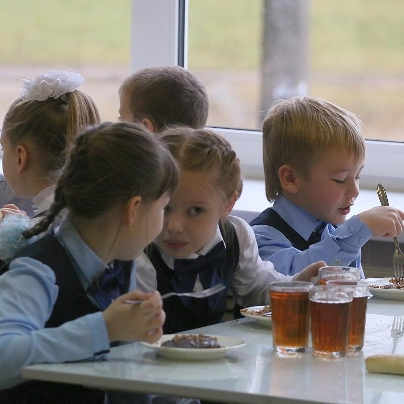 Держава більше не фінансуватиме харчування школярів 1-4 класів