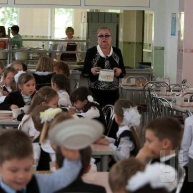 Кабмін скасував безкоштовне харчування для учнів 1-4 класів