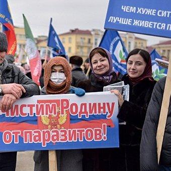 Російські пропагандисти кажуть, що на мітинг у підтримку Кадирова вийшло майже все населення Чечні