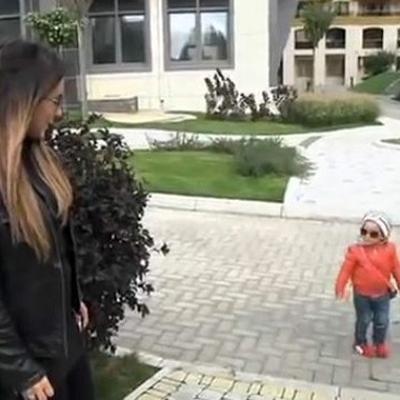 Ані Лорак вперше заспівала на сцені з дочкою Софією (відео)