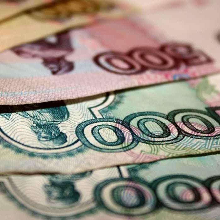 Рубль продовжує падати вниз