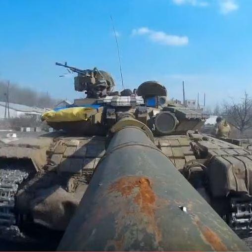 """Українські танкисти зняли відео за допомогою """"селфі-дула"""" (ВІДЕО)"""