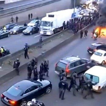 Протести у Парижі: таксисти палять шини та перекривають дороги (ФОТО)