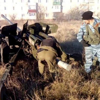 Бойовики стягують артилерію в буферну зону