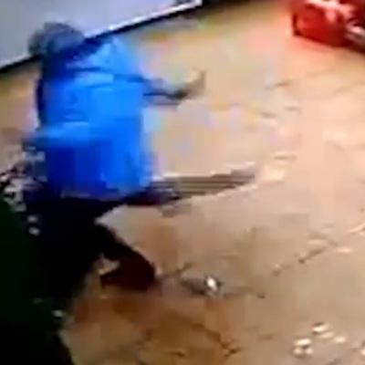 Росіянка наджорстоко побила шестирічного сина за відсутність грошей на картці (ВІДЕО)