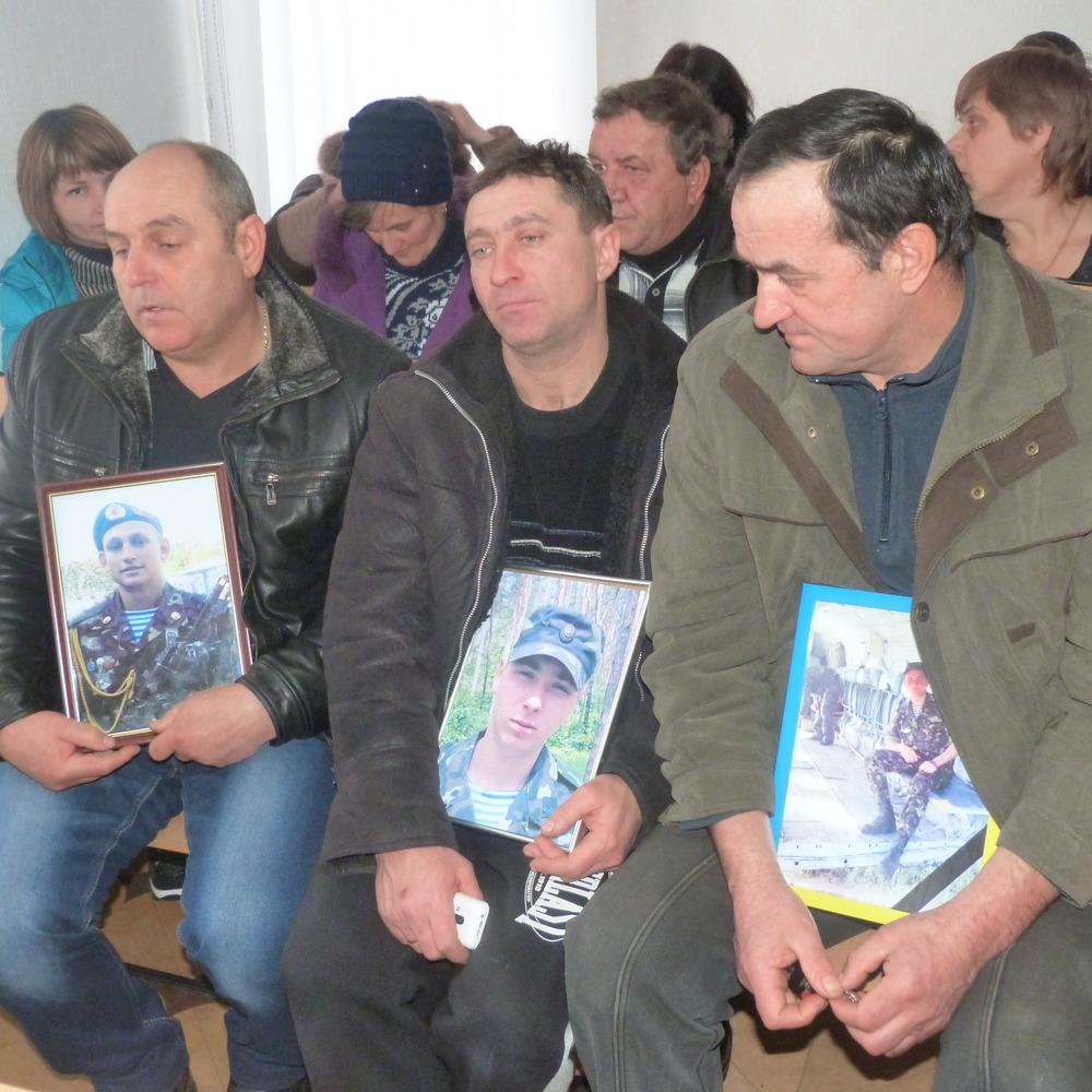 Рідні загиблих у Іл-76 десантників вимагають від генерала Назарова грошову компенсацію