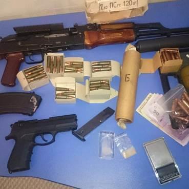 СБУ затримала власника нарколабораторії, який зберігав серйозний арсенал (ФОТО)