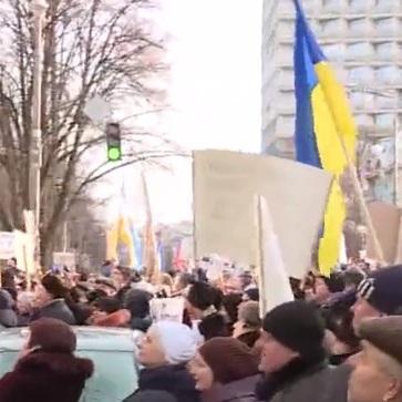 Протестуючі під Верховною Радою вчителі перекрили вулицю Грушевського