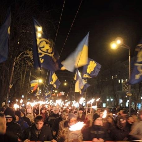 У Києві відбулася смолоскипна хода на честь героїв Крут (ФОТО, ВІДЕО)